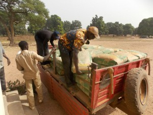 Unloading cement for Kartioni