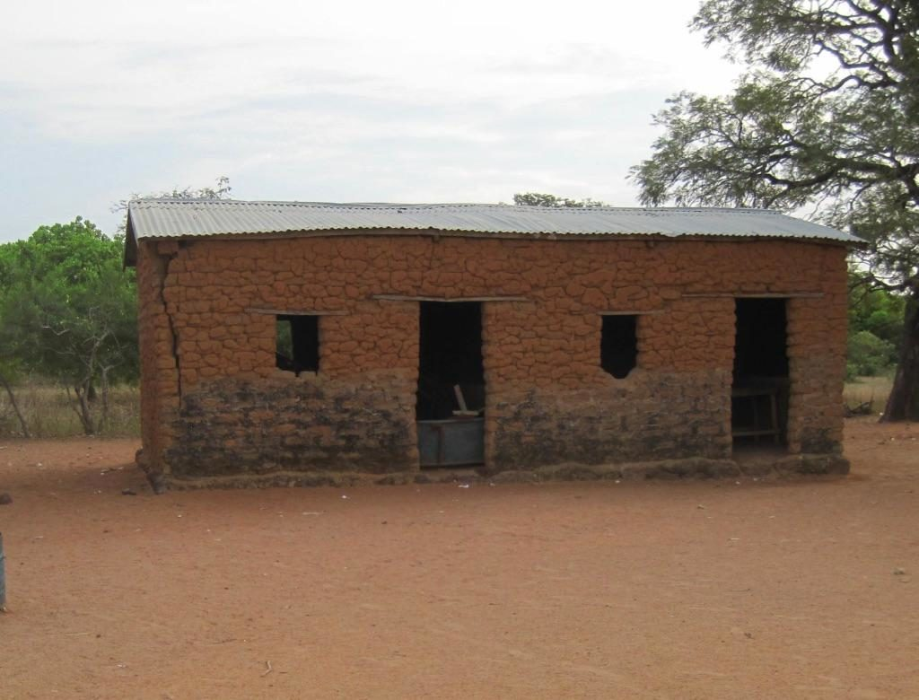 Mud-brick school in Zangabougou